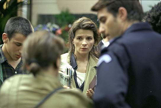 """Juliette Binoche (Mitte) in """"Code: Unbekannt"""" (1999/2000); Quelle: EuroVideo"""