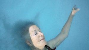 """""""Trockenschwimmen"""", Quelle: eksystent distribution, DIF, © Susanne Kim"""