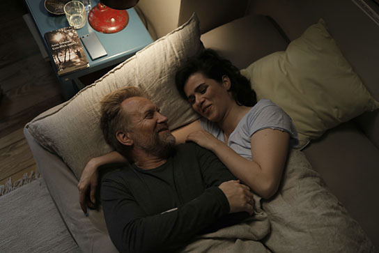 "Ulrich Thomsen, Nora Tschirner in ""Gut gegen Nordwind"" (2019); Quelle: Sony Pictures Entertainment Deutschland, DFF, © 2019 Sony Pictures Entertainment Deutschland GmbH, Tom Trambow"